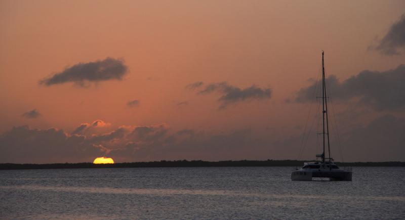 Pink-orange-sunset-bay-key-largo-florida